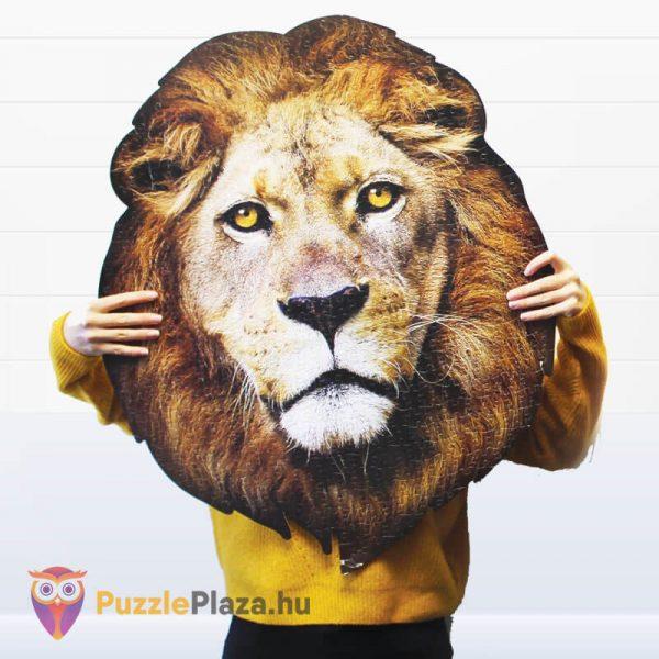 Oroszlán formájú puzzle 550 darabos, Wow Toys kirakott kép a kézben