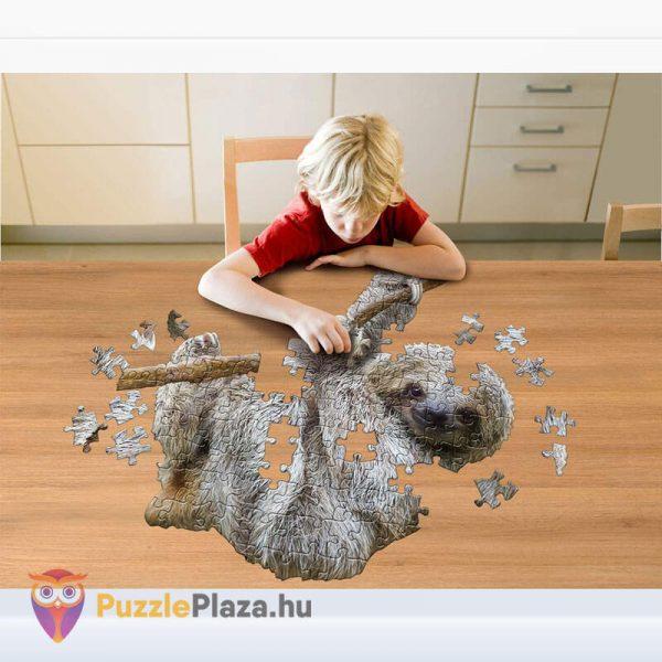 100 darabos lajhár formájú puzzle, wow toys kirakózás közben