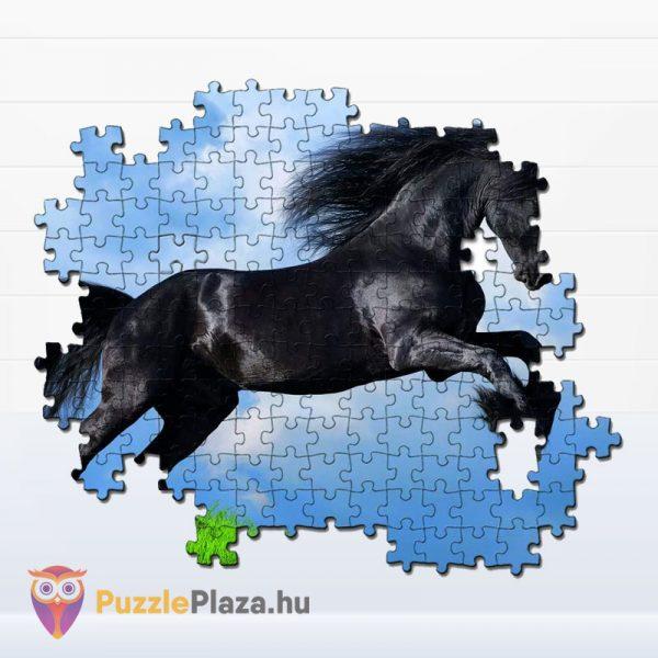 500 darabos fekete színű Fríz ló puzzle kirakó részlete - Clementoni 35071