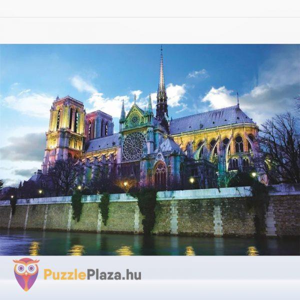 1000 darabos Notre-Dame puzzle kirakott képe. Deico 76069