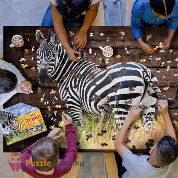 Poszer méretű 1000 darabos zebra forma puzzle kirakózás közben - Wow Toys